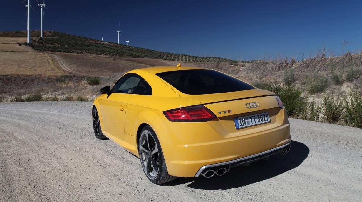 Audi TTS 2014 gelb heck heckleuchten hinten