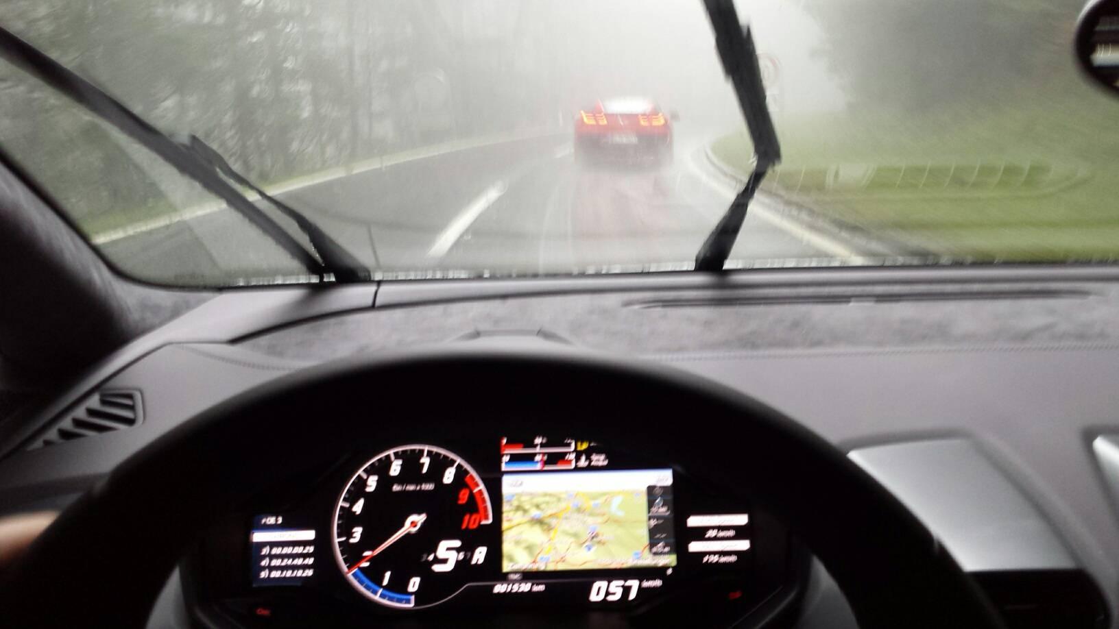 Autorevue Speed Party schlechtes Wetter Magna Racino