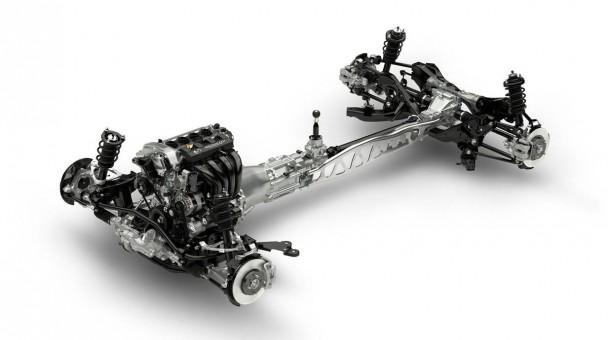 Der neue MX-5 mit Vorderradaufhängung mit doppelten Querlenkern und eine Mehrlenkerachse hinten.