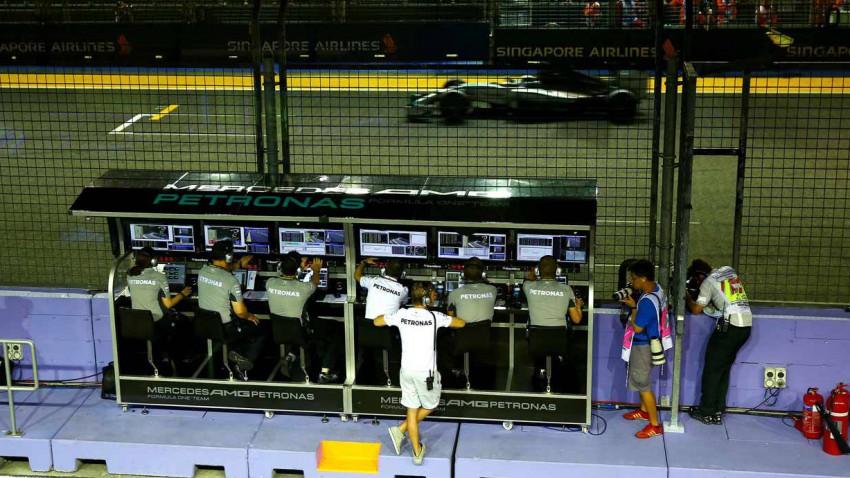 Mercedes Team in Singapur