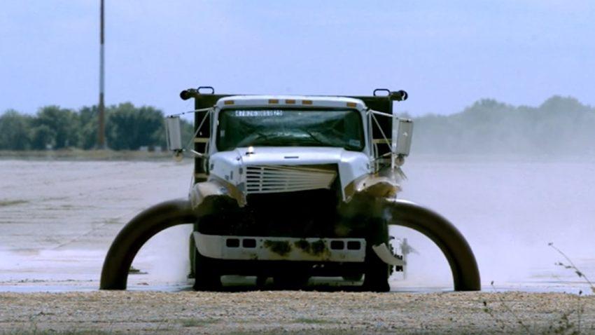 Dieser Truck befördert sich im Bruchteil einer Sekunde ins Jenseits