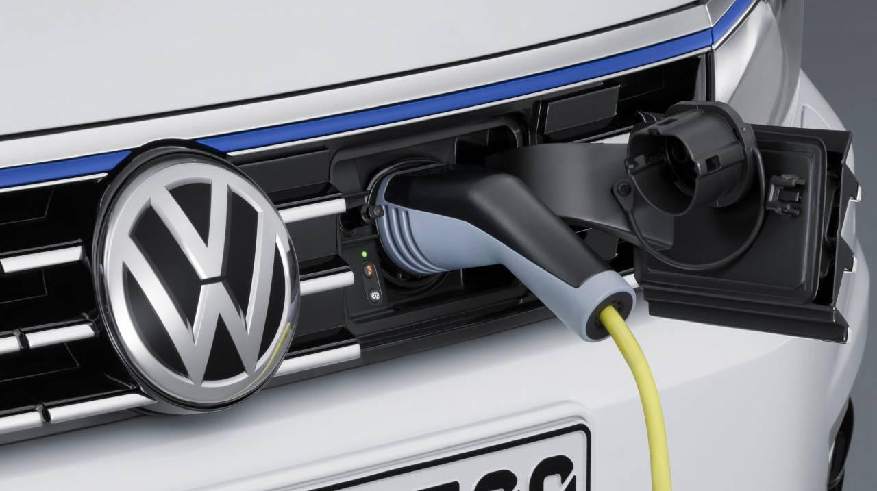 VW Passat GTE hybrid plug in