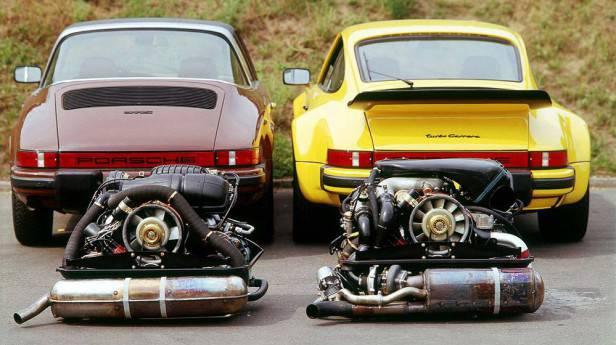 Porsche 911 S 2.7 Targa mit und 911 Turbo 3.0 (man beachte den Schriftzug turbo Carrera!). Modelljahr 1976 .