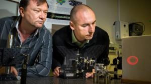 Dr. Vladlen Shvedov und Dr. Cyril Hnatovsky mit ihrem Traktorstrahl.