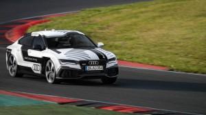 Wer fährt so alleine durch Nacht und Wind? Es ist der Audi RS7 ohne Fahrer und Kind.