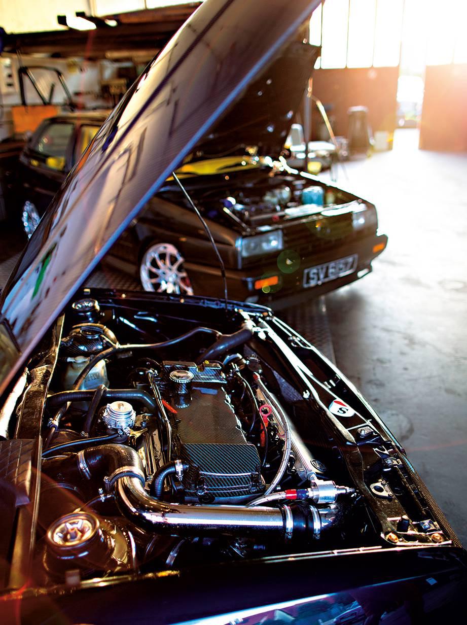 HERZEIGBAR Der Motor vom Corrado ist schon fertig. Am Rallyegolf muss noch gearbeitet werden, deswegen verstecken wir ihn im Hintergrund.