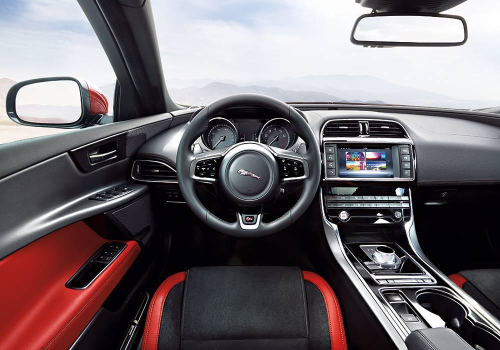 jaguar xe 2015 rot lenkrad interieur sitze mittelkonsole tacho