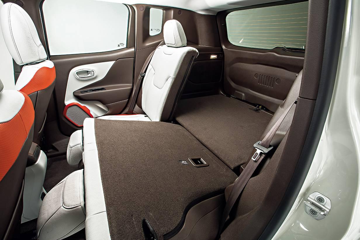 jeep rengade 2014 weiß rückbank hinten interieur innen innenraum