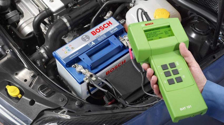 Welche sind die 10 häufigsten Autopannen? Platz 3: leere Batterie, Platz 2: Motorschaden, Platz 1: ???