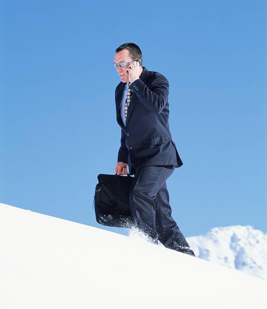 Mit einem winterfesten Auto wäre er pünktlich bei der Arbeit angekommen. ©Foto: Shutterstock