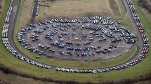 Wenn der Platz zu knapp wird, werden die Autos einfach auf dem Hubschrauber-Landeplatz geparkt. © REUTERS/Nigel Roddis