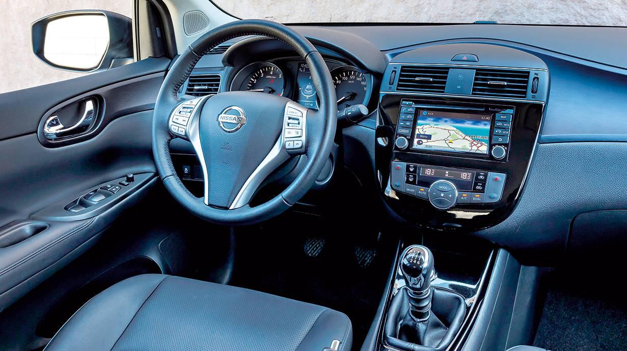 Bedienlogik und Infotainment lassen keine Fragen offen, zwei Farbdisplays versorgen den Fahrer mit Informationen und Navigationshinweisen.