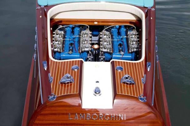 Zwei 4-Liter-V12 sorgen für 700 PS und 48 Knoten.