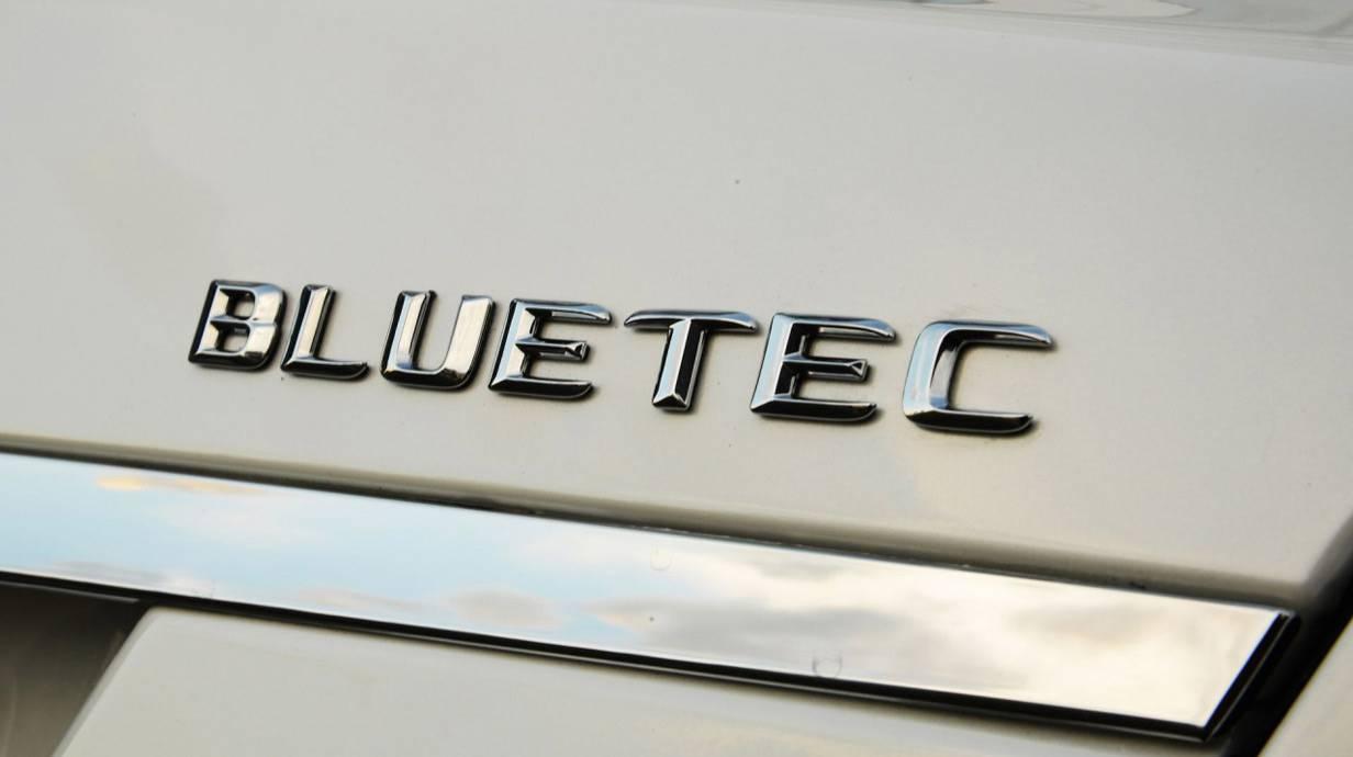 Bluetec wird man künftig nicht mehr auf's Auto kleben.