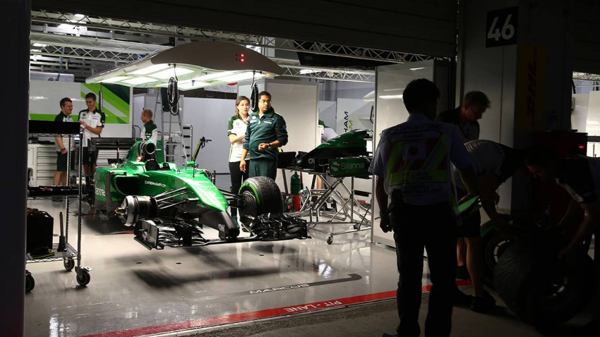 Caterham verkaufte Rennanzüge, Helme, Meetings und Teile der Rennwagen um sich den Start in Abu Dhabi leisten zu können. © Mark Thompson/Getty Images