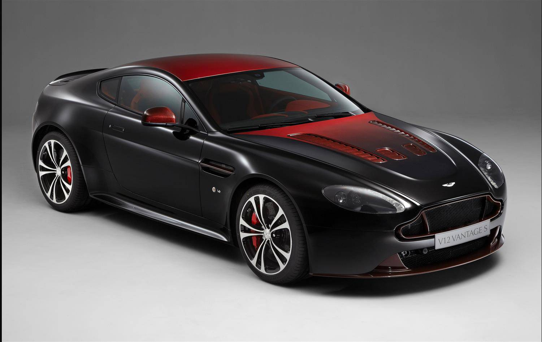V12 Vantage S in Storm Black und Volcano Red