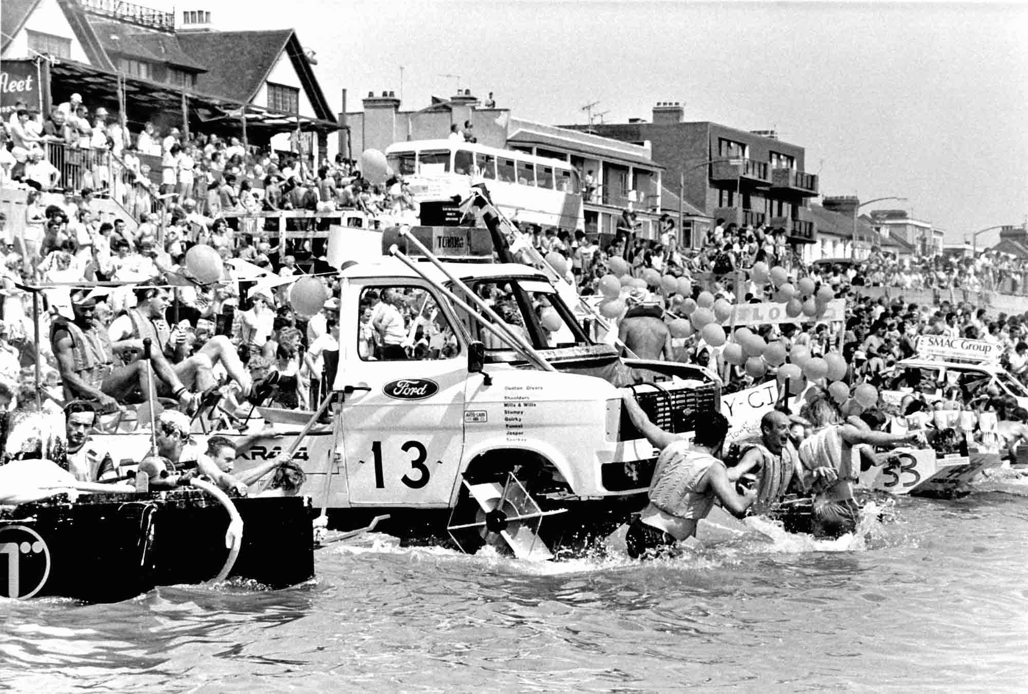 Als Teilnehmer am Maldon Raft Race in Essex, gewonnen hat er nicht…