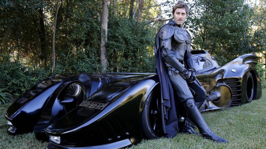 Was dieser Australier mit dem Batmobil macht, ist wahrlich heldenhaft!