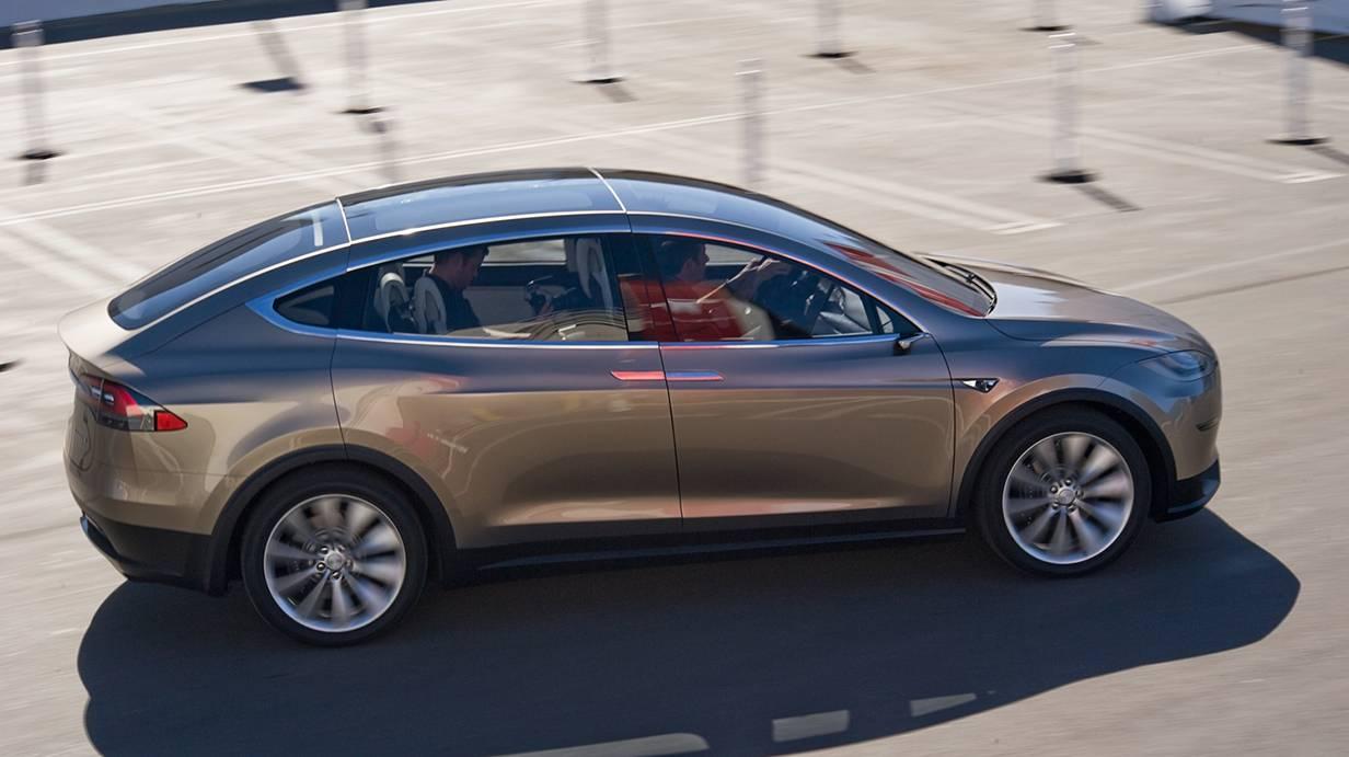 Tesla-Model-X-2015