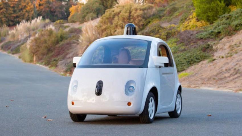 """Im neuen Jahr sollen die Google Cars mit """"Sicherheitsfahrern"""" an Bord unterwegs sein."""