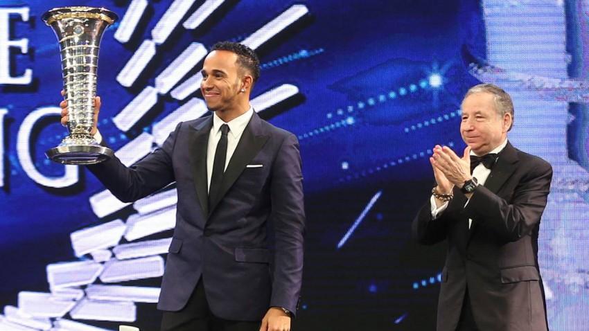 Lewis Hamilton und Jean Todt bei der Preisverlehung.