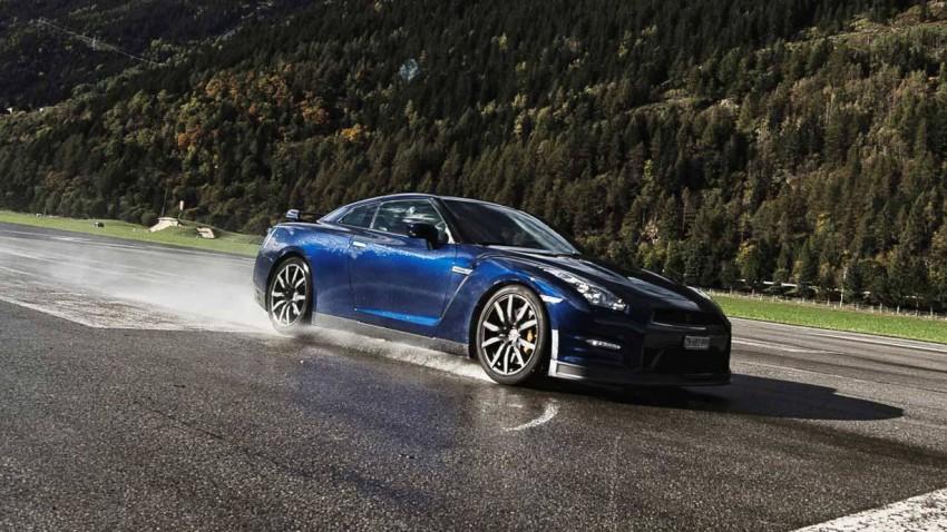 Nissan GT-R vs. Porsche 911 Targa 4S