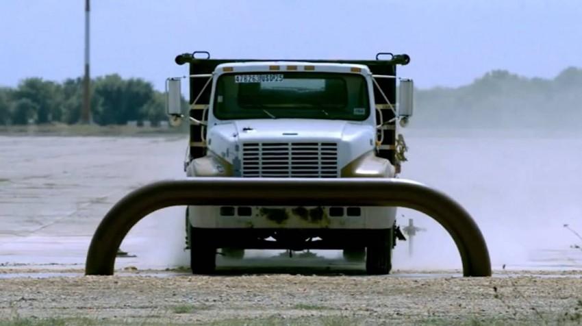 _truck-zerstört-sich-selbst