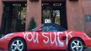 Diesen Akt von persönlichem Vandalismus entdeckte Instagram-User deathtester in NYC.