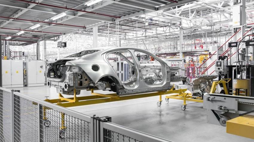 _Jaguar-XE-Jahrgang-2015-(19)
