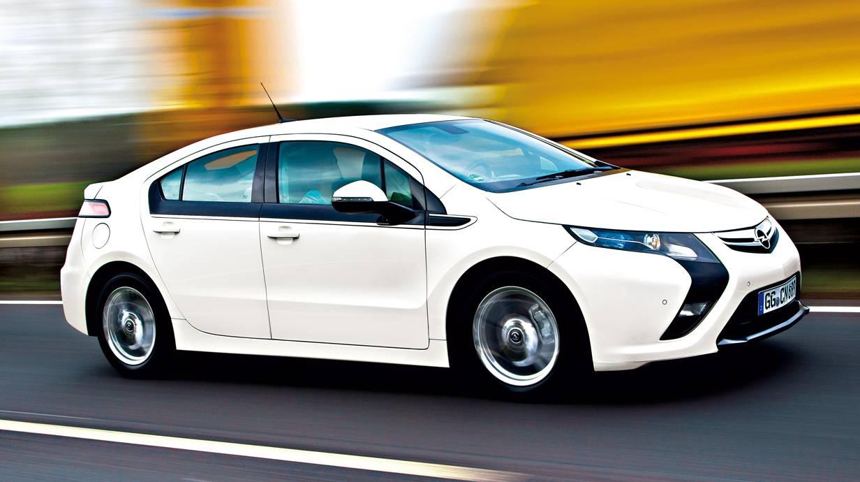 Opel Ampera: Der Pionier wurde uns als Elektroauto mit verlängerter Reichweite (Range Extender) angekündigt und war in Wirklichkeit das erste serienmäßige Auto mit Plug-In-Hybridantrieb. Offenbar ein aufgelegtes Eigentor der Marketing-Genies. Kam  in den USA als Chevrolet Volt ganz gut an, verkauft sich in Europa bislang nur schleppend.