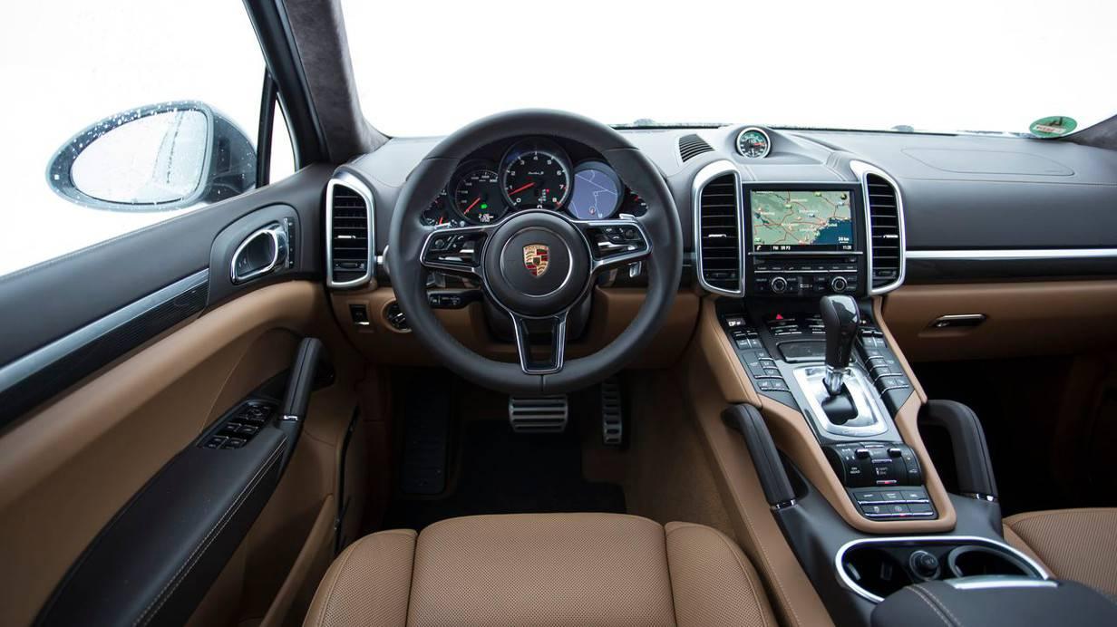 Der Innenraum des Turbo S