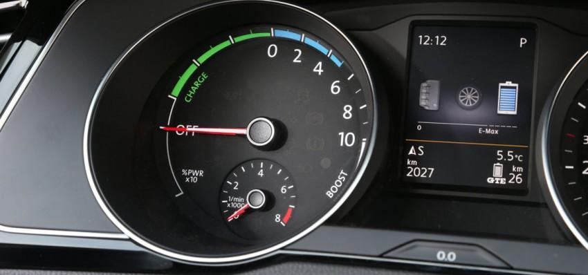 VW-Passat-GTE-(16)
