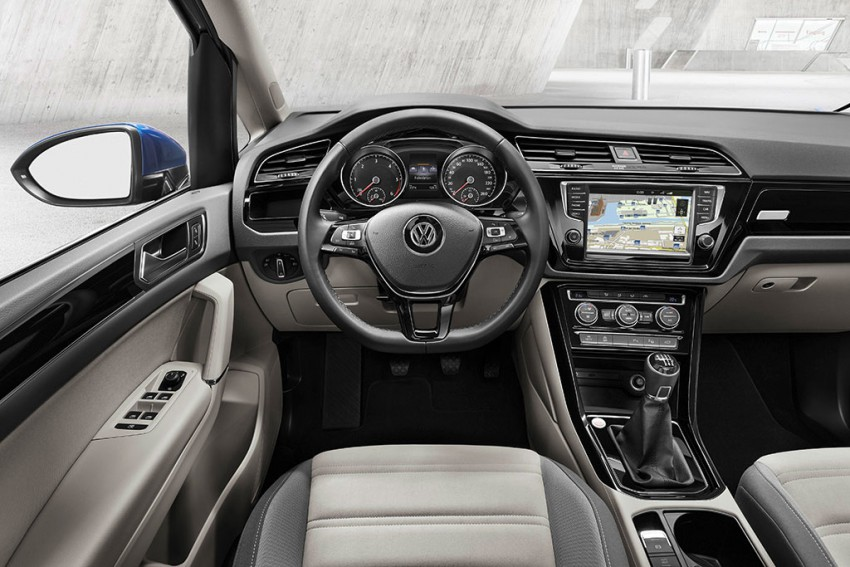 VW-Touran-2016-(7)