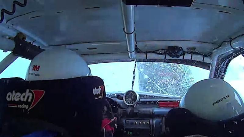Rallye-Auto überschlägt sich, fährt weiter als wäre nichts gewesen