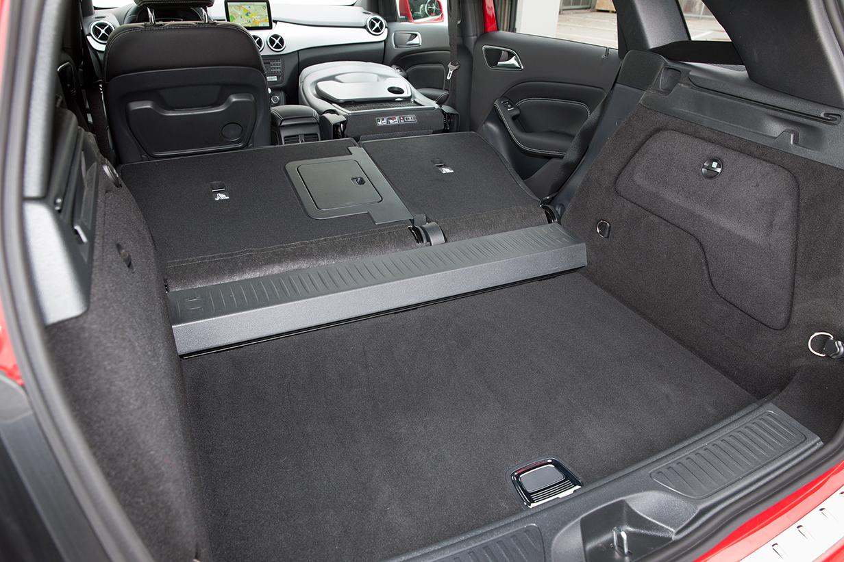 Mercedes-Benz B180 2015 innen kofferraum interieur