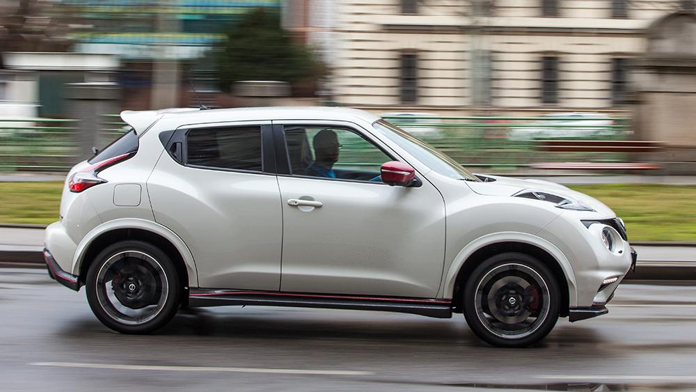 Nissan Juke Nismo RS 2015 weiß seite dynamisch