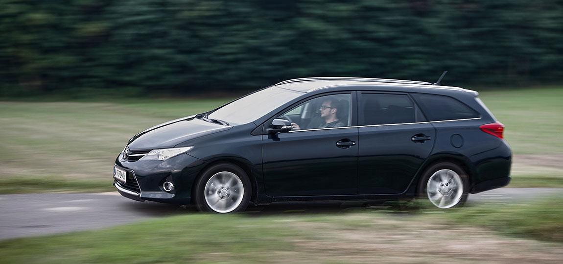 Toyota-Auris--2-AR