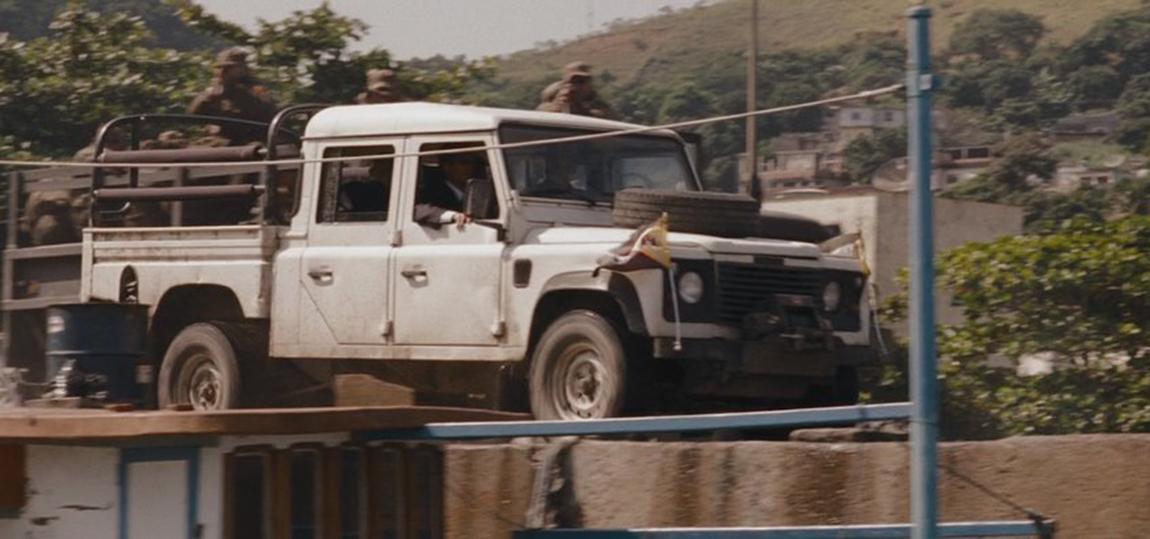 10-Filme-mit-dem-Land-Rover-Defender-expendables