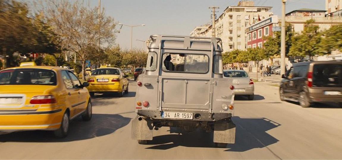 10-Filme-mit-dem-Land-Rover-Defender-Skyfall
