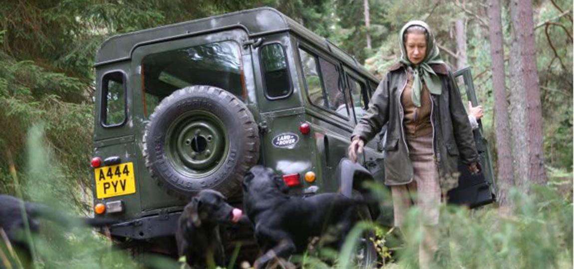 10-Filme-mit-dem-Land-Rover-Defender-the-queen