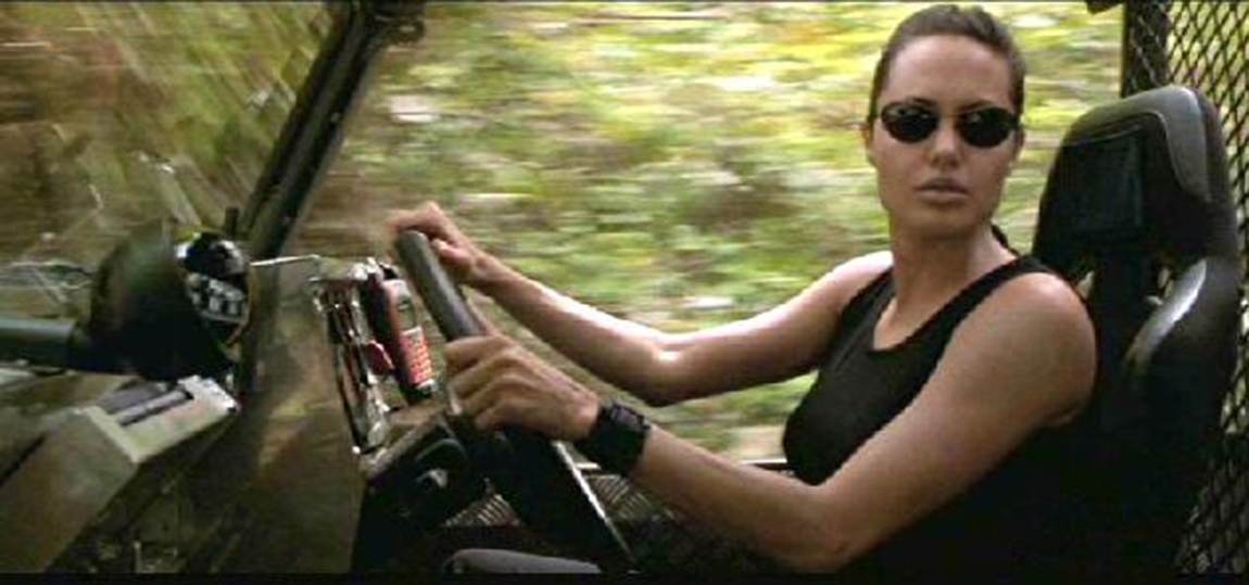 10-Filme-mit-dem-Land-Rover-Defender-Tomb-Raider