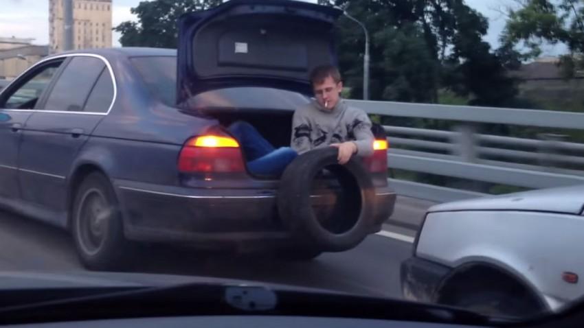 Fährt das Auto nicht, lass es anschieben
