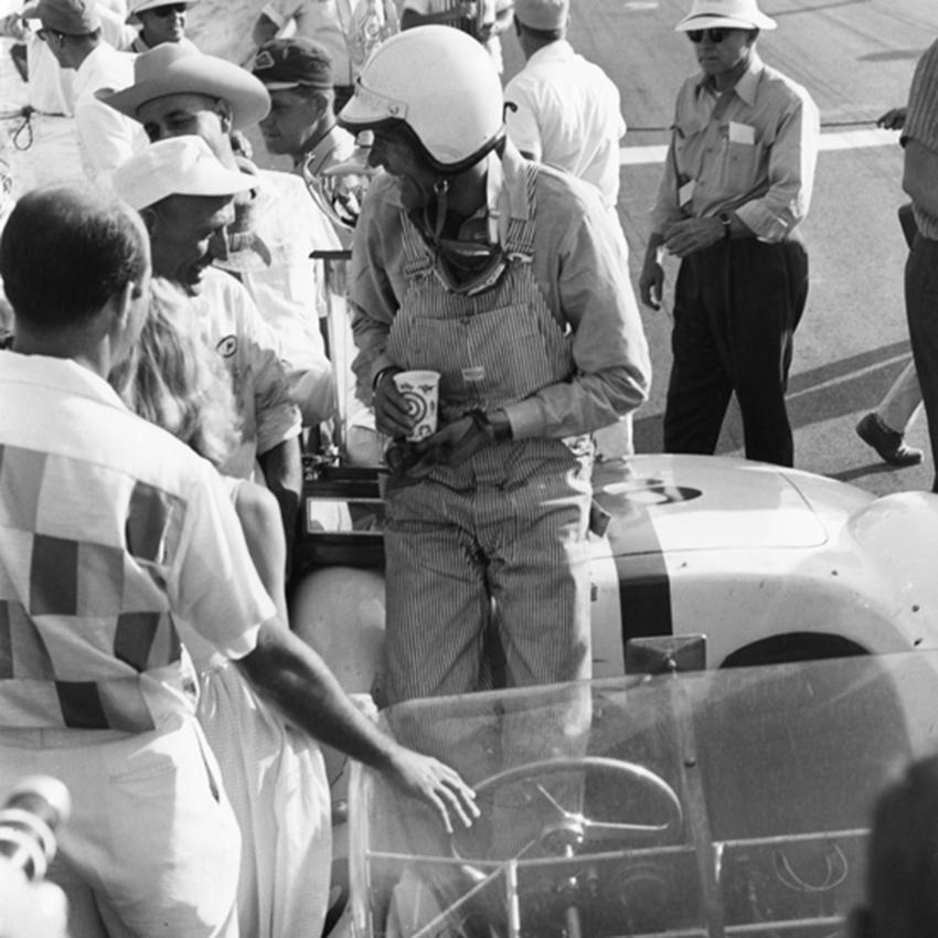 Caroll Shelby 1960 in seinem Maserati beim Examiner Grand Prix in Kalifornien.