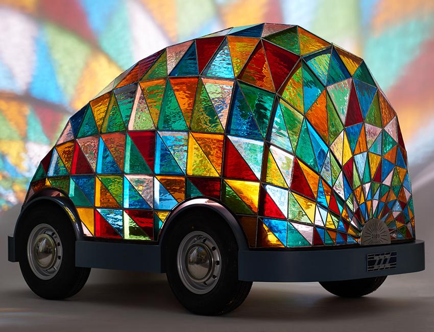 Dominic Wilcox selbstfahrendes Auto buntglas Kirchenfenster 01