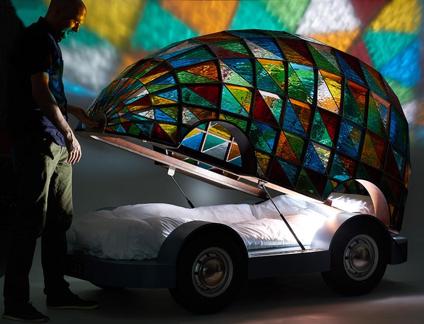 Dominic Wilcox selbstfahrendes Auto buntglas Kirchenfenster 03