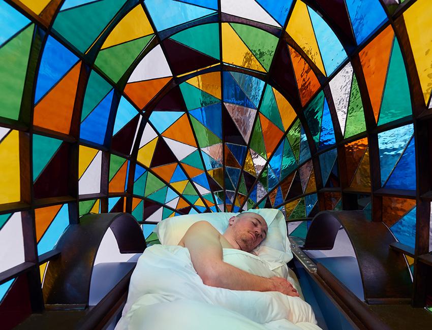 Dominic Wilcox selbstfahrendes Auto buntglas Kirchenfenster 04