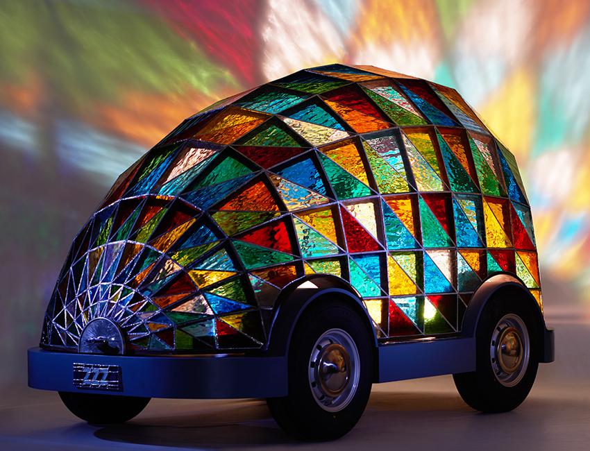 Dominic Wilcox selbstfahrendes Auto buntglas Kirchenfenster 07