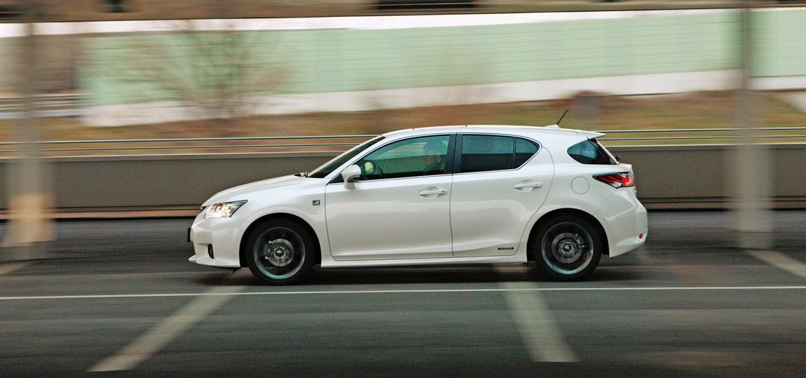 Lexus-CT-200h_3-AR