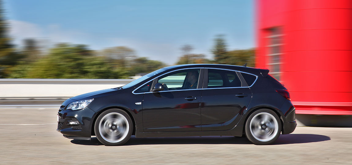 Opel-Astra-BiTurbo--6-AR