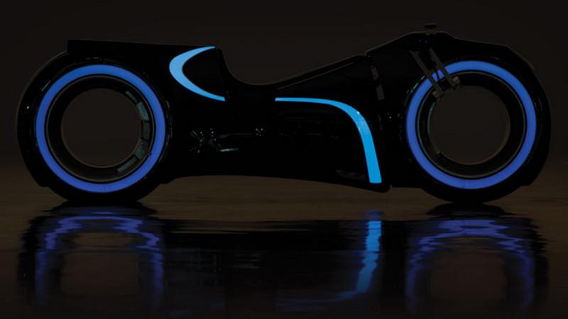 Dieses leuchtende Tron-Motorrad könnt Ihr kaufen... und dann auch damit fahren!